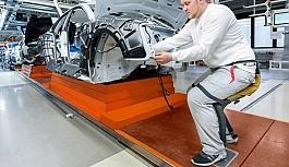 Robot sandalye ayakta çalışanlara konforu...
