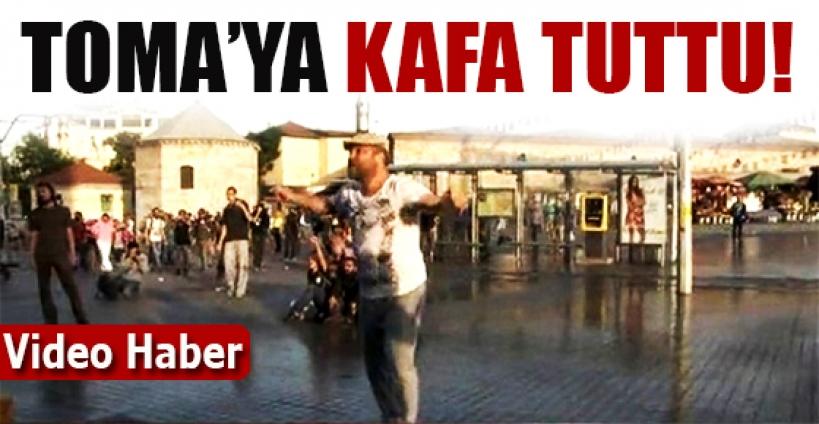 TOMA'ya kafa tutan eylemci - video izle
