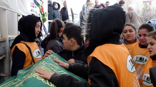 Tuğba Erdoğan gözyaşlarıyla toprağa verildi