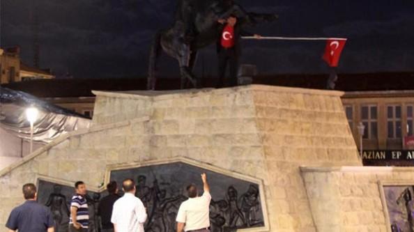 Türk Bayrağı indirilmez deyip intihara kalkıştı!