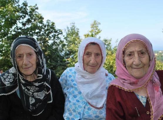 Üçüz ninelere Emine Erdoğan'dan destek