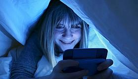 Uykudan Önce Telefon Kullananlar Dikkat!