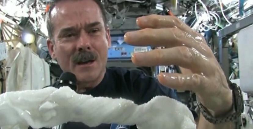 Uzayda çamaşır nasıl yıkanır? video
