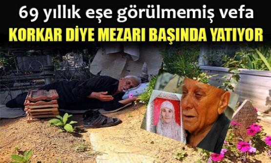 Vefat eden eşini mezarının başında uyur