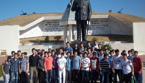Yeni üniversiteliler Edirne'nin tarihi mekanlarını gezdi