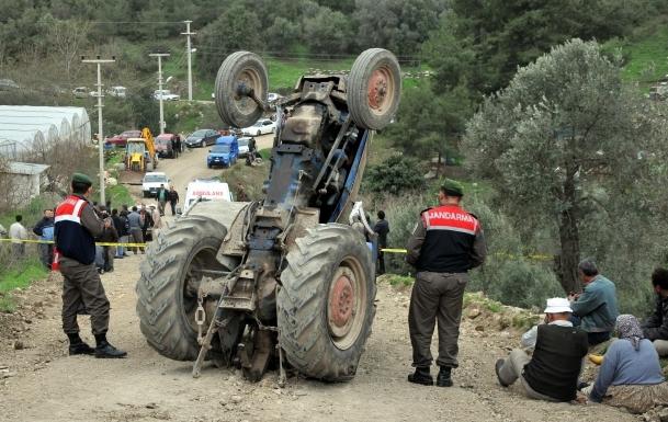 Yozgat'ta traktör devrildi: 35 yaralı