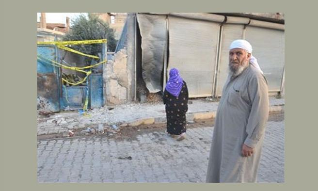 Akçakale'de top atışlarından tedirgin olanlar evini terk ediyor