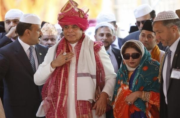 Başbakan Hindistan'da türbe ziyaret etti