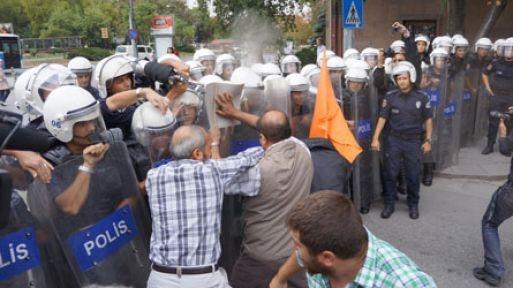 Başbakanlık önünde 'tezkere' eylemi