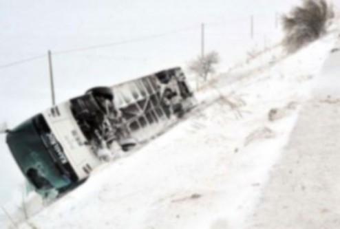 Bayburt'ta otobüs devrildi:2 ölü..
