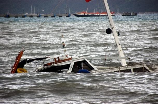 Çeşme'de tekne alabora oldu