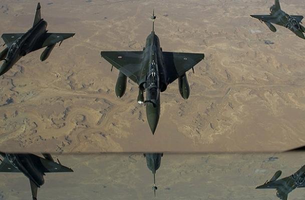Cezayir hava sahasını açıyor