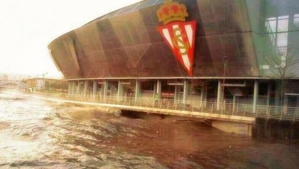 Dev stadyum sular altında kaldı!