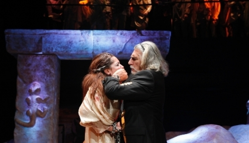 Devlet Tiyatroları, Antigone ile Seul'e çıkarma yaptı