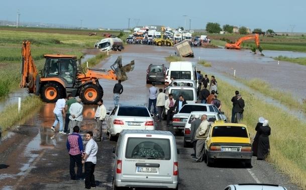 Diyarbakır'da sel yaşamı olumsuz etkiledi