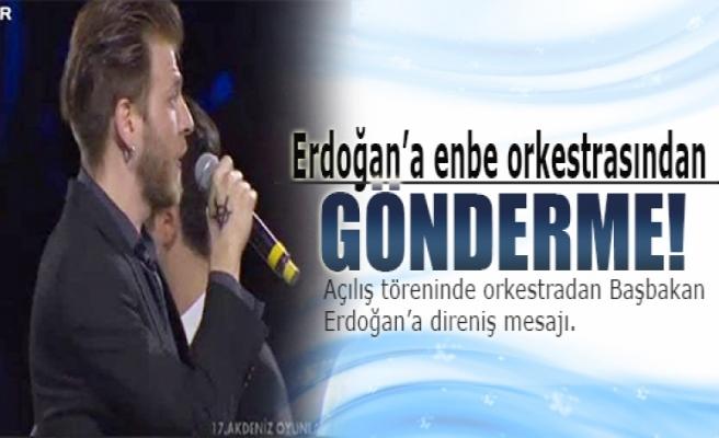 Erdoğan'a orkestradan ince gönderme