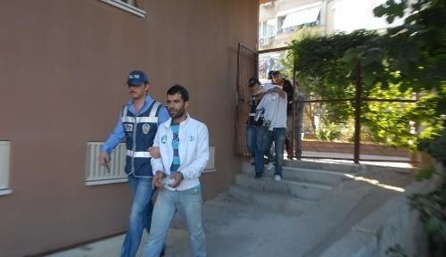İzmir'de 8 kg. esrar ele geçirildi