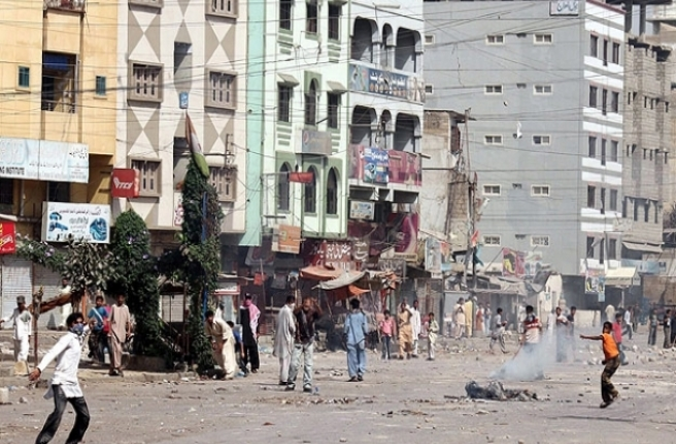 Karaçi'de etnik çatışma: 7 ölü