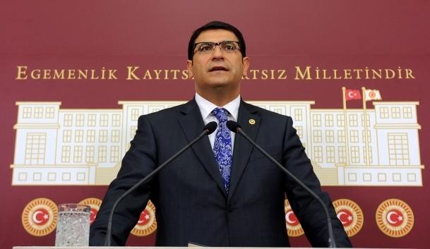 Kendisini hala CHP'nin Genel Başkanı sanıyor