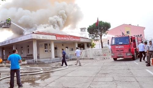 Manisa'da, cezaevi ziyaretçi kabul binasında yangın çıktı