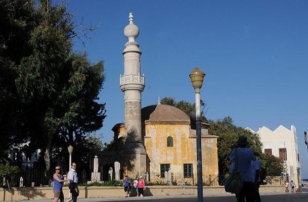 Osmanlı camisi kaderine terk edildi