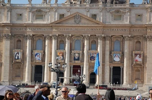 Papa 7 kişiyi aziz ilan etti