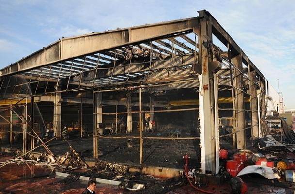 Plastik sandık fabrikasında yangın