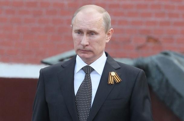 Putin'den okullara tek tip üniforma önerisi