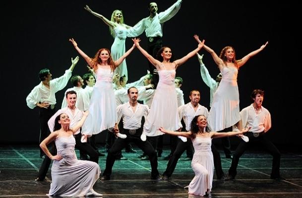 Shaman Dans Tiyatrosu'ndan gösteri