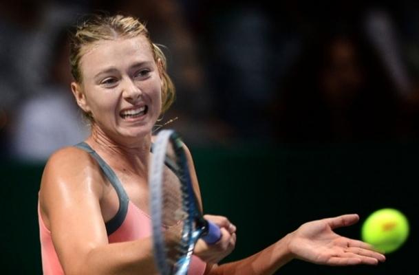 Sharapova Stosur'u rahat geçti