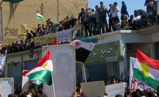 Suriyeli Kürtler kimden yana?