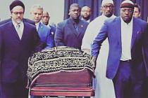 O isim cenaze törenine katıldı!