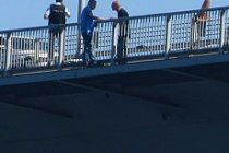 Köprüde darbeci albay şoku!