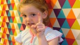 Beş yaşındaki kız İngiltere Başbakanına böyle seslendi!