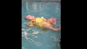 Bebeğinize Yüzme Öğretmek İçin Birkaç İyi Neden...