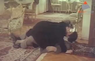 Cüneyt Arkın'ın 88 yapımı 'Bombacı' filminde Kadın İle Tokat Sahnesi