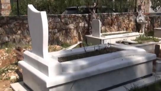 Ünlü sanatçının mezarı böyle açıldı!